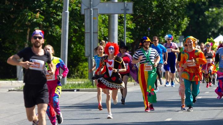 Карты, цыгане и клоуны: в Самаре прошел фестиваль «Королева спорта»