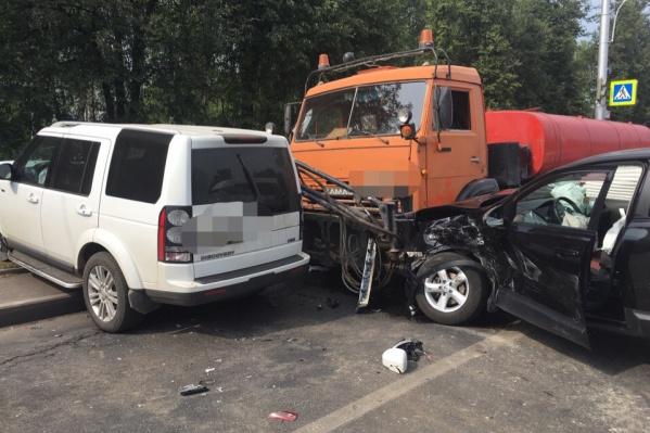 В аварию на Госцирке попало шесть автомобилей