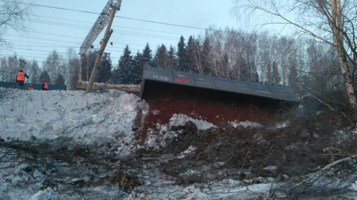 Пропускают по одному пути: из-за аварии на Свердловской железной дороге сбилось расписание поездов