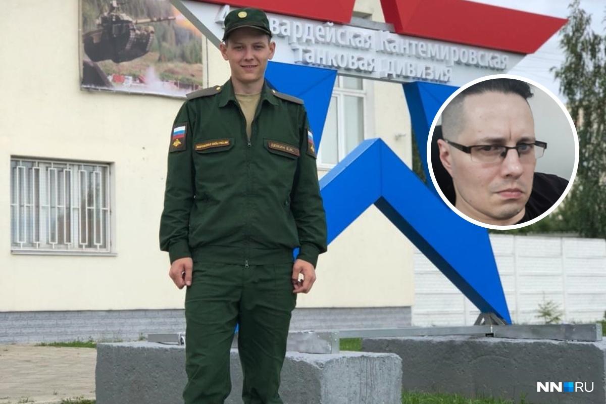Евгений Демин на фоне эмблемы Кантемировской дивизии. Жив и даже улыбается