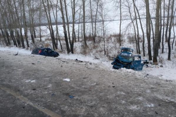 В начале декабря под Заводоуковском столкнулись Renault, где ехали сотрудники ПФР, иHyundai Solaris из налоговой службы. Спустя время после аварии одна из пострадавших сотрудников ПФР скончалась в больнице