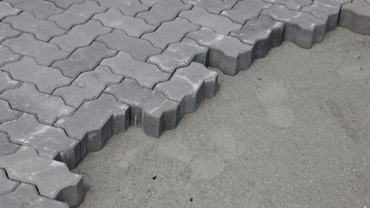 Заключенные в Царевщине освоили производство тротуарной плитки