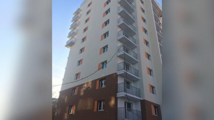 «Фундамент стал разрушаться»: сдачу дома в Челябинске для дольщиков затянули на полтора года