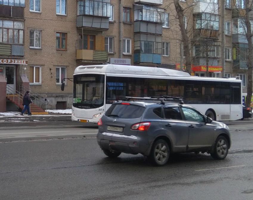 Новый автобус уже возит челябинцев по маршруту