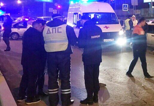 Иномарка сбила двух пешеходов возле «Ауры»