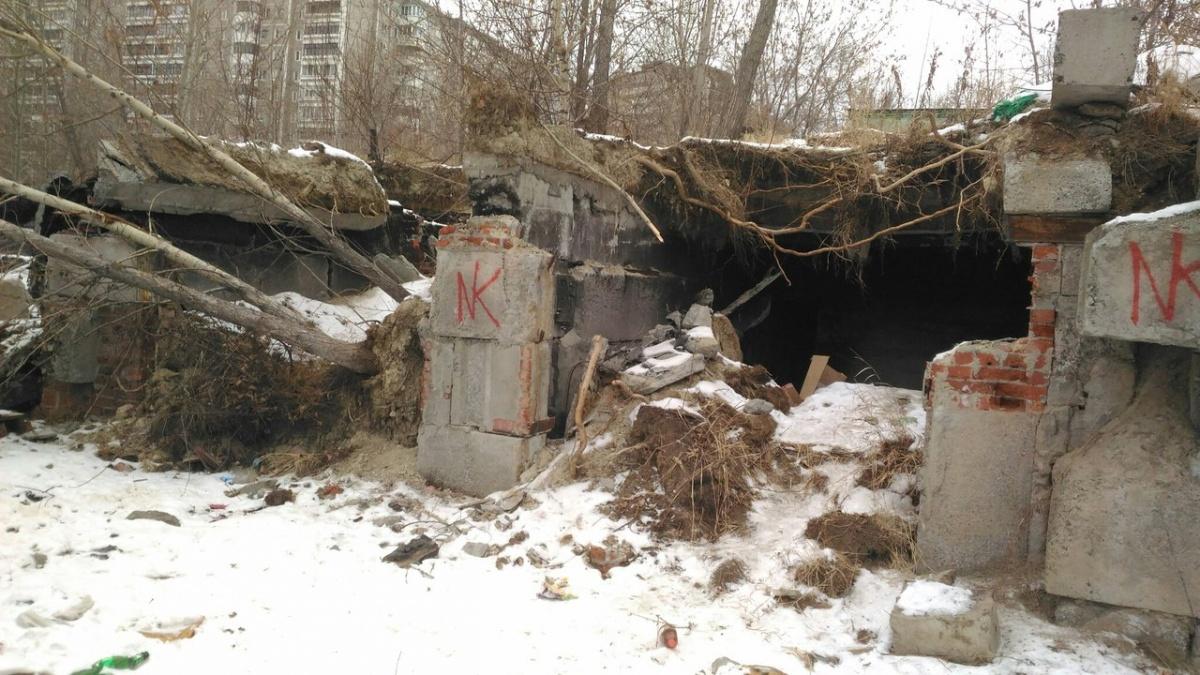 На поисках детей волонтеры осматривают все заброшенные постройки