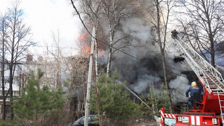 Крупный пожар в центре Ярославля: на Республиканской горит дом