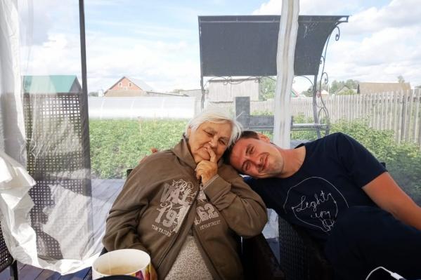 Людмила с внуком Денисом