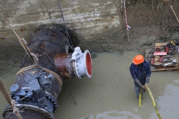 Аварию на водоводе устраняли три бригады коммунальщиков