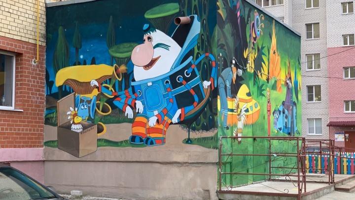 Ярославский художник разрисовал подъезды многоэтажек: где смотреть картины