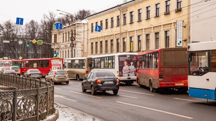 Два автобусных маршрута в Ярославле отдали московскому перевозчику
