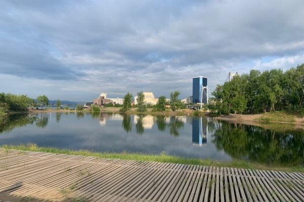 Набережная Красноярска — хорошее место для спасения от жары