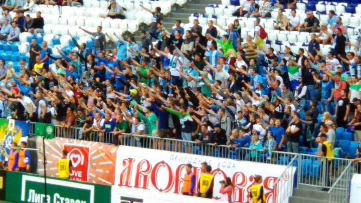 Трибуны в цветах родной команды: болельщики «Крыльев» провели флешмоб на «Самара Арене»