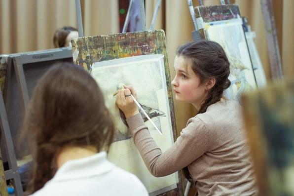Чтобы поступить в художественную школу на бюджет, нужны талант и подготовка. Остальным за счастье учиться рисованию приходится платить