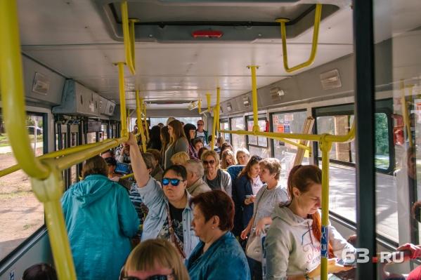 Самарцы жаловались на переполненные автобусы