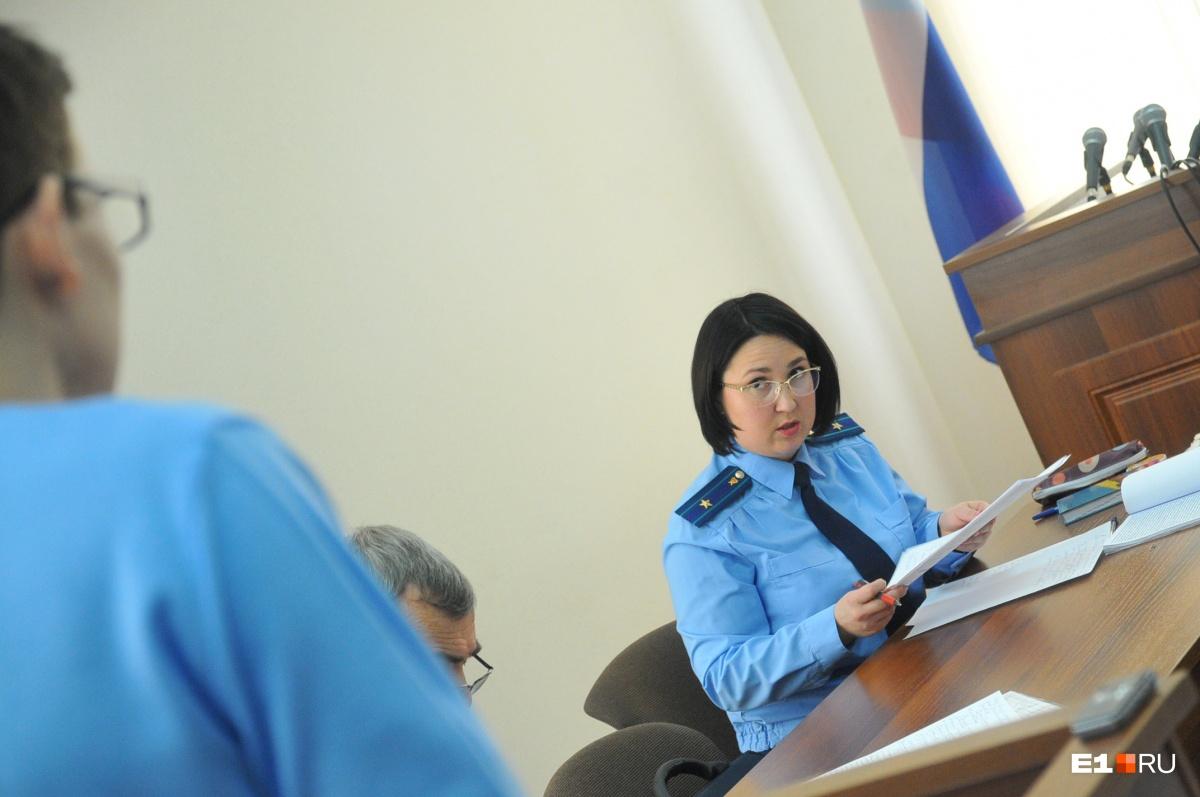 Прокурор задает Владу уточняющие вопросы