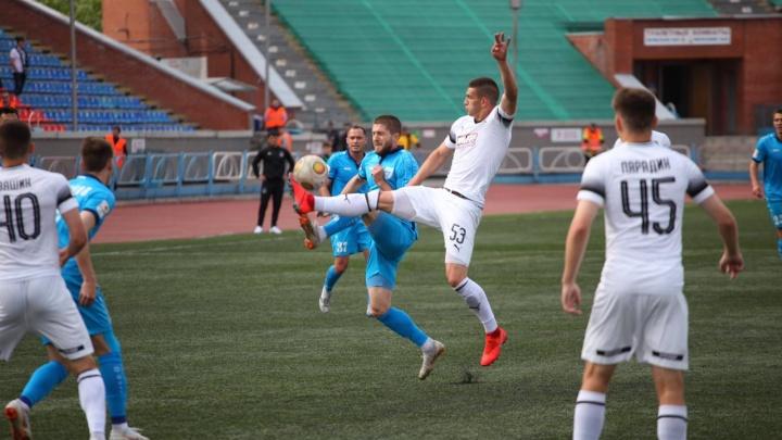 Ни единого гола: новосибирские футболисты сыграли последнюю игру сезона вничью