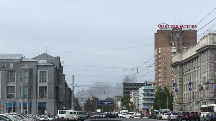 Над Красным проспектом поднялось облако дыма — его видят на площади Ленина