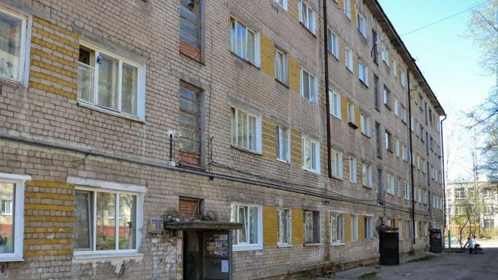 Следственный комитет проверит жалобы на дом в Перми, в котором обрушилась бетонная лестница