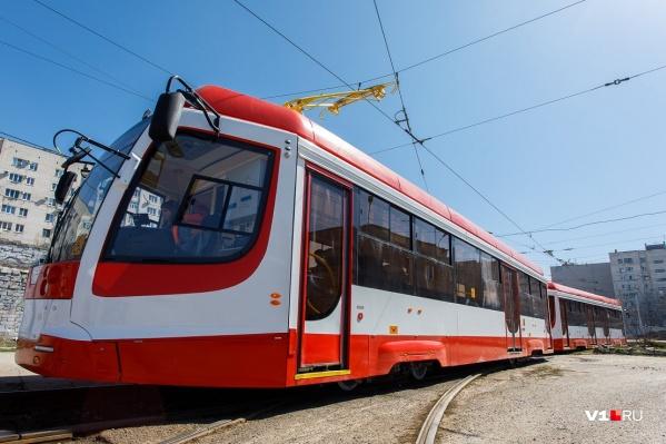 На движении трамваев ремонт путей не скажется, а вот машинам придется потесниться
