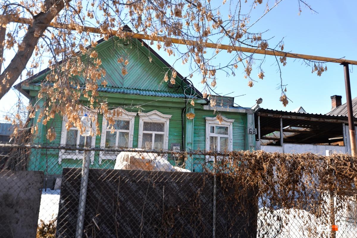 В этом доме живет Николай Николаевич. Ему всё нравится