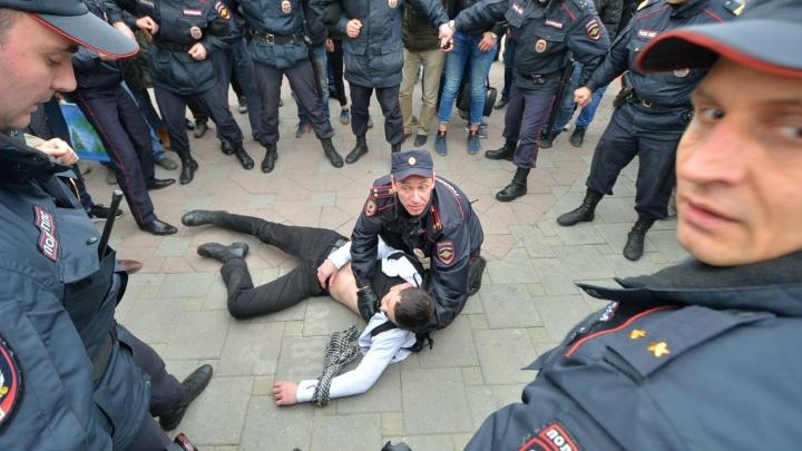 Во время пикета за Навального в Екатеринбурге задержали 14 человек