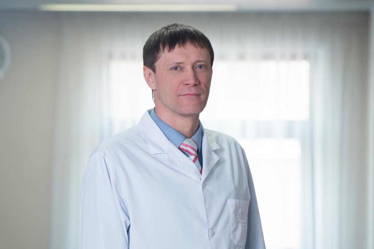 Заведующий отделением витреоретинальной хирургии, доктор медицинских наук Виктор Казайкин