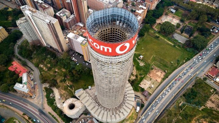 Слава Степанов снял с высоты африканский небоскрёб из голливудского фильма «Судья Дредд»