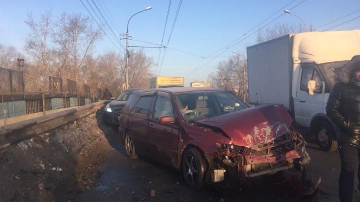 Машина Росгвардии попала в аварию со встречной машиной на Трикотажной