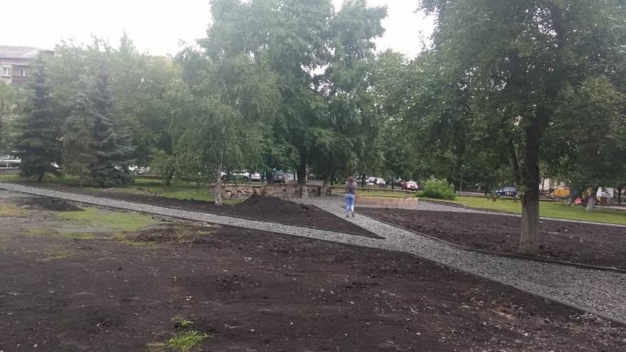«Хотелось бы подстелить соломки»: сквер у челябинского института искусств обустроят к началу октября