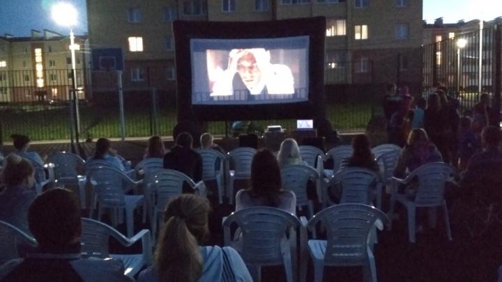 Мультфильмы под открытым небом: маленьких ярославцев пригласили на кинопоказ