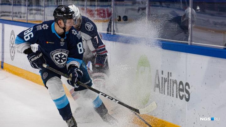 Хоккейная «Сибирь» проиграла «Нефтехимику» в первом матче нового года