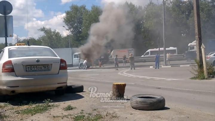 Огонь из-под капота: в Аксае загорелся грузовик