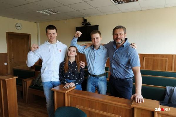 У депутата гордумы Александра Афанасьева — штраф в 31 тысячу рублей, у Дарьи Порядиной, Михаила Барны и Григория Биялта — по 28 тысяч