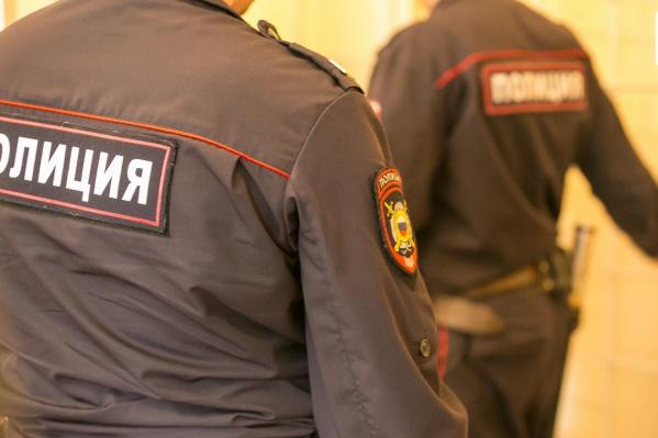 Сотрудники полиции разыскивают подозреваемого