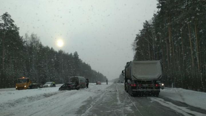 На Челябинском тракте разбились шесть машин