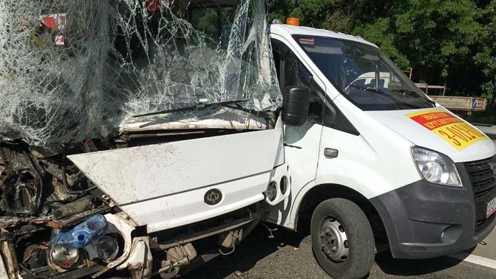 Пострадавших в аварии под Новочеркасском детей перевели в областную больницу