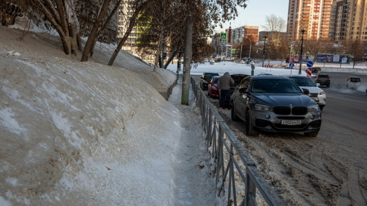 «Сугробы больше, дороги меньше». Возмущенное обращение простой сибирячки к городским властям