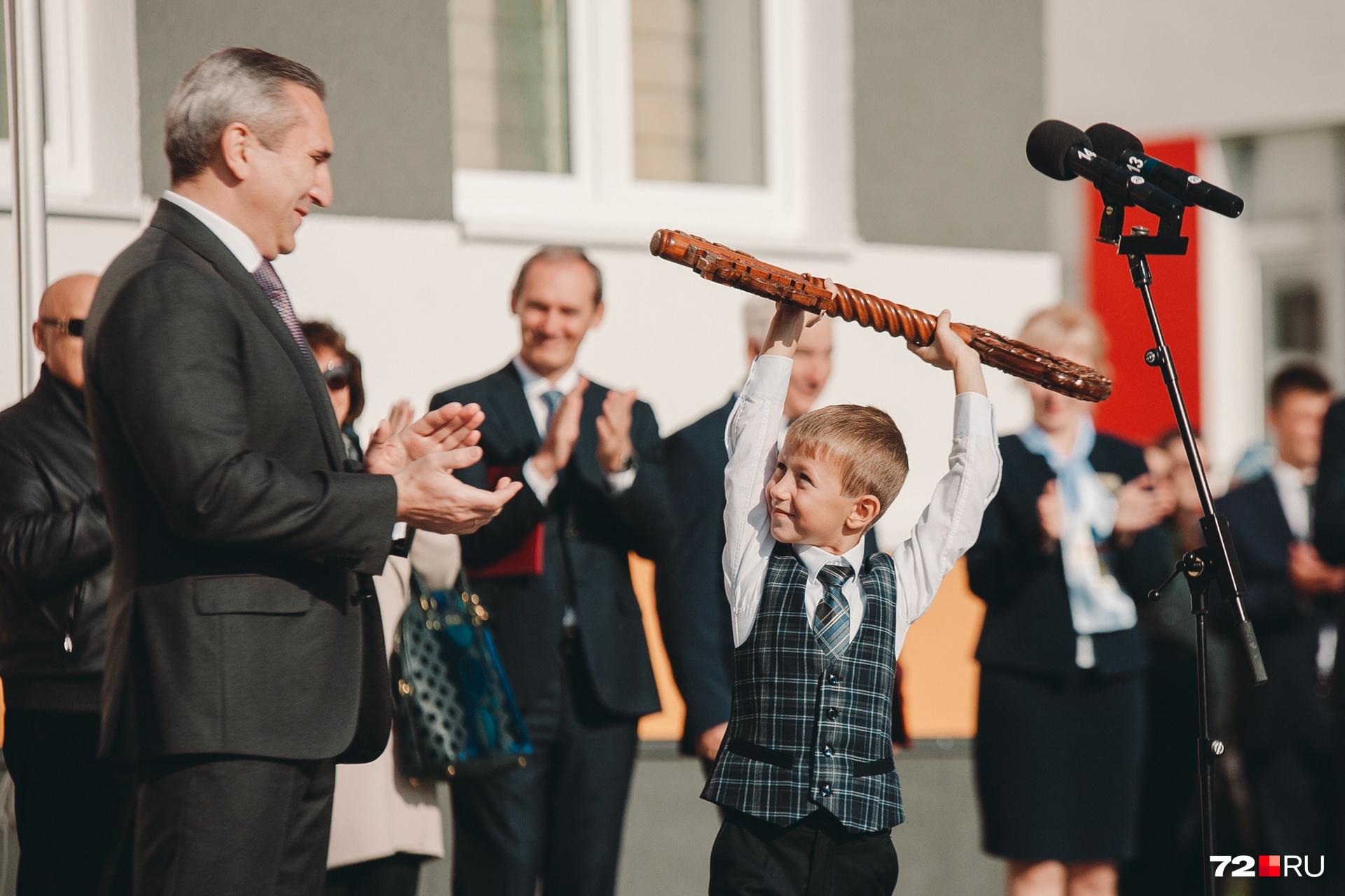 На открытие школы приехал врио губернатора Александр Моор