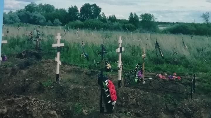 «Прекратите хоронить людей у озера!»: жители Рубежного пожаловались на действия властей
