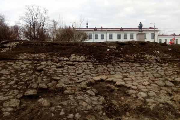 Булыжную кладку в Петровском сквере обнаружили 6 ноября