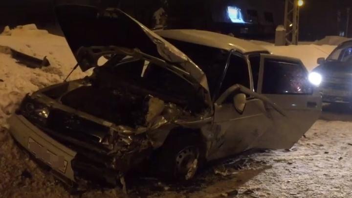 Водителя зажало в салоне: в Самарской области вдребезги разбились ВАЗ-2110 и иномарка