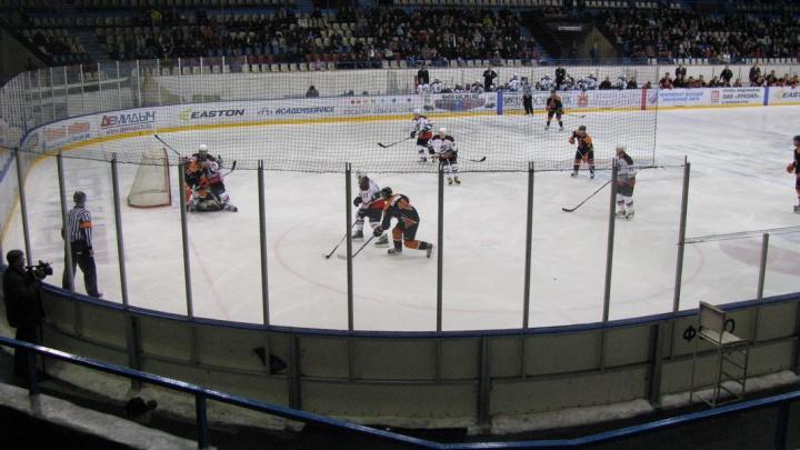 «Будут монтировать по ночам»: в пермском УДС «Молот» установят новую хоккейную коробку