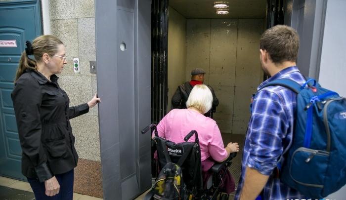 90-летняя женщина упала с коляски в закрытой квартире: помогли спасатели