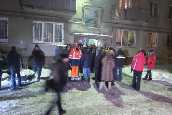 После жуткого взрыва в доме жители дома оказались на морозе
