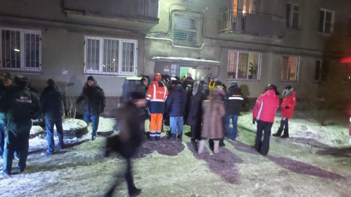 Рухнувшие стены, выбитые окна, упавший лифт: все факты о ночном взрыве в Екатеринбурге