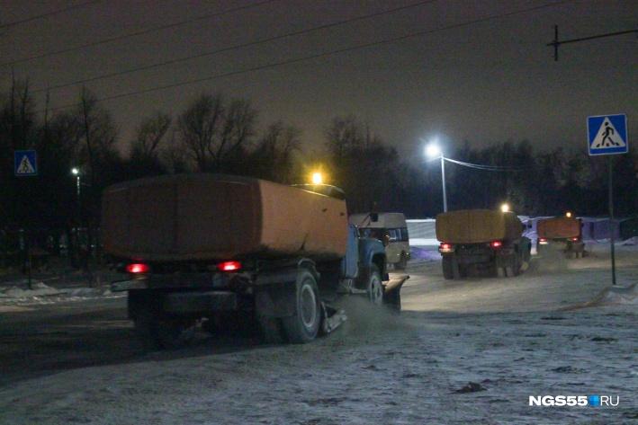 Поздним вечером на 5-й Кордной начали убирать снег. Фото Олега Малиновского
