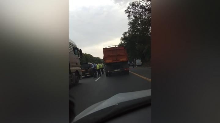 «Человека будто взорвали»: на трассе под Новочеркасском сбили пешехода