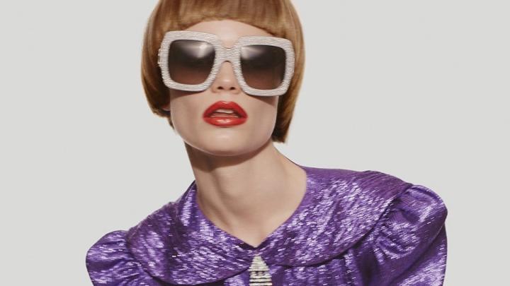 Популярная модель из Красноярска предстала на страницах журнала Vogue в образе Элтона Джона