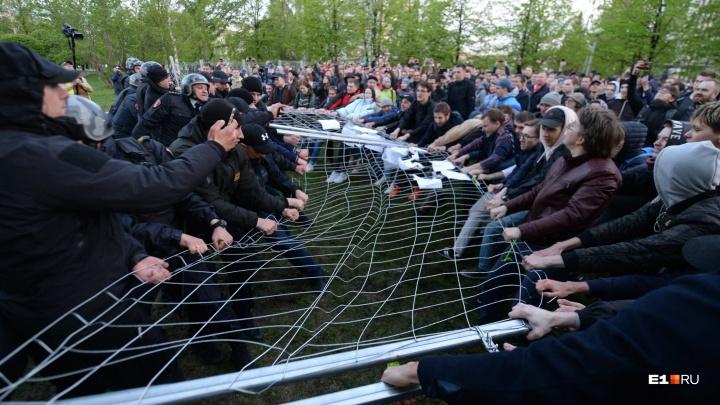 «Это символ раздора между горожанами»: митрополит Кирилл попросил строителей убрать забор в сквере